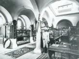 The Indian Institue Museum with its original display, c. 1898-99. © Ashmolean Museum