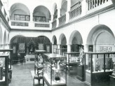 The Indian Institute Museum after arrangement after rearrangement by Prof. E.H. Johnston in 1939. © Museums Association