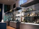 Islamic Middle East gallery showing projection and contemporary screen. © Ashmolean Museum, University of Oxford