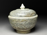 Covered bowl with feather-floral designs (oblique)