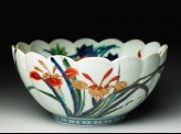 Fluted bowl with floral decoration