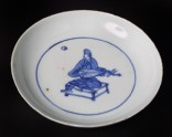 Blue-and-white dish with seated musician playing a lute (EA1978.912)