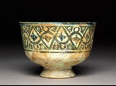 Stem bowl with geometric frieze and pseudo-kufic inscription