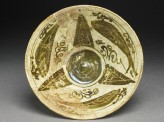 Bowl with fish around a central geometric pattern