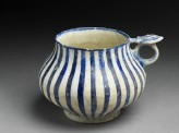 Tankard with blue stripes (oblique)