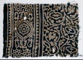 Textile fragment with vines and tendrils, a medallion, and rosettes (EA1990.205)
