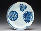 Plate with flowers and waves