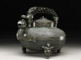 Imitation of an antique water vessel, or he (side)