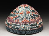 Cap with leaves and flowers (oblique)