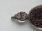 Heart-shaped bezel amulet from a bracelet, with naskhi inscription (LI1008.25)