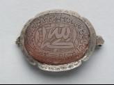 Oval bezel amulet from a bracelet, with thuluth inscription (LI1008.28)