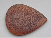 Heart-shaped bezel amulet with thuluth inscription and concentric circle decoration (LI1008.38)