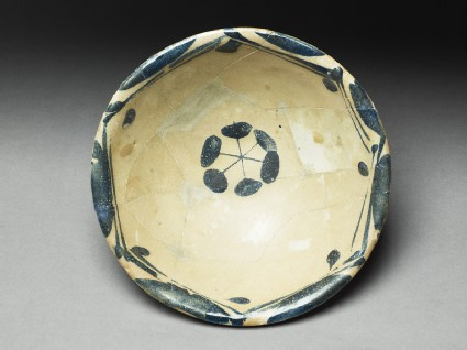 Bowl with rosettetop