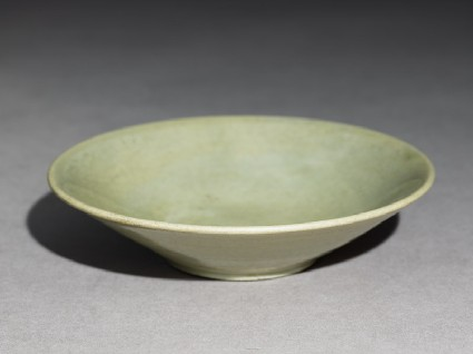 Greenware bowl with a wide foot ringoblique