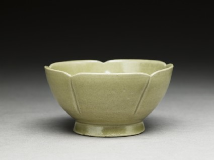 Greenware lobed bowloblique