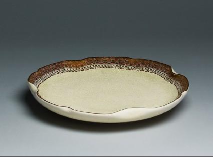 Satsuma plate with geometric borderoblique