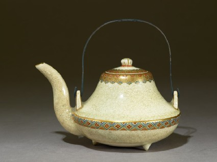 Satsuma sake kettle with geometric bandsside
