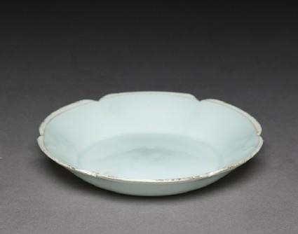White ware dish with lobed lipoblique