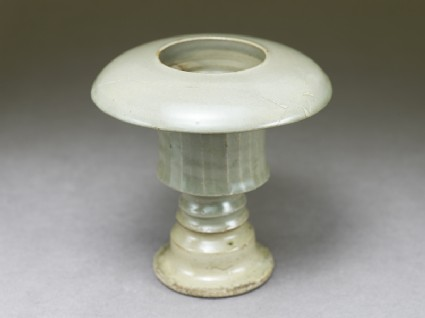 Greenware cup standoblique