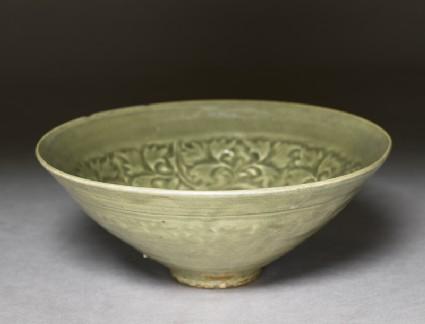 Greenware bowl with floral decorationoblique