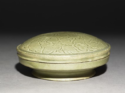Greenware circular box and lid with peony spraysoblique