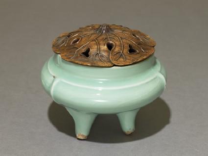 Greenware tripod incense burner with modern lidoblique