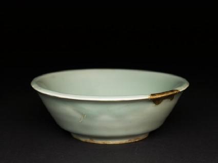 Small greenware bowl with slip decorationoblique