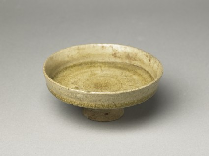 Greenware stem dish with acanthus leafoblique