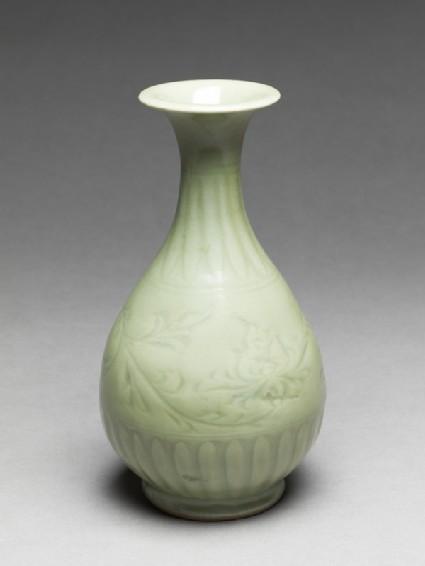 Greenware vase with floral decorationoblique