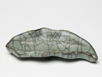 Greenware leaf-shaped dish in the style of Guan wareoblique