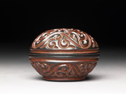 Lacquer box with scroll and floral decorationside