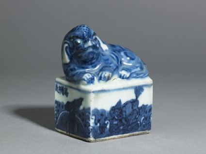 Blue-and-white seal surmounted by a shishi, or lion dogside