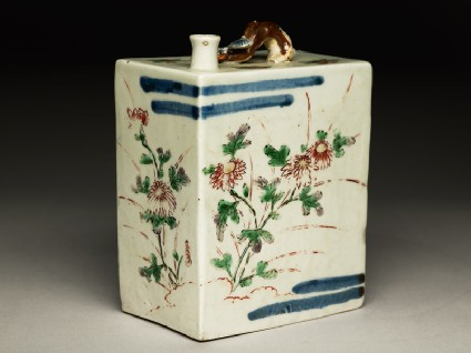 Rectangular bottle with floral decorationoblique
