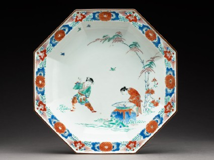 Octagonal dish with Hob in the Well designtop