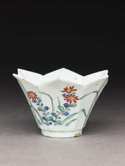 Cup of petalled formoblique
