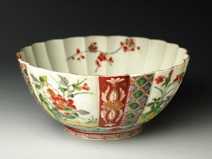 Fluted bowl with prunus and peony spraysoblique