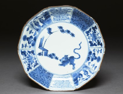 Foliated plate with tiger and bambootop