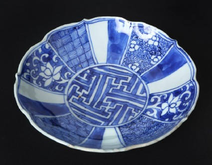 Blue-and-white dish with flowers and geometric decorationfront