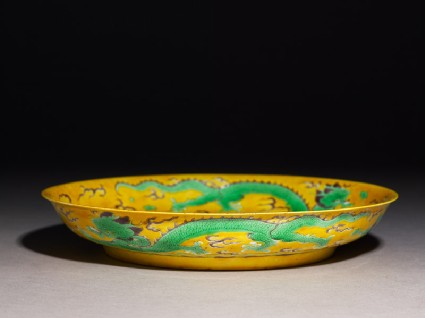 Dish with three dragons amid cloudsoblique