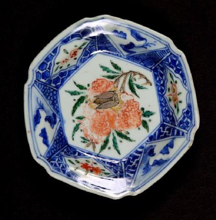 Hexagonal dish with hydrangea and cicadafront