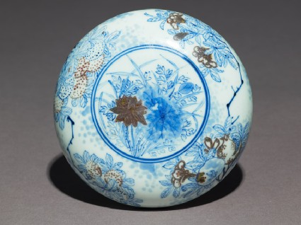 Blue-and-white box and lid with lotus flowers, pomegranates, and chrysanthemumsfront
