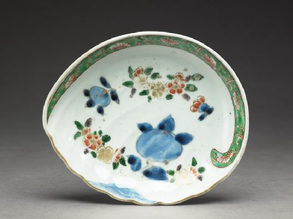 Dish in the form of a shelltop