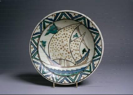 Dish with shiptop