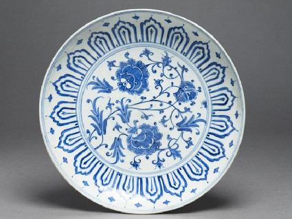 Dish with peony bloomstop