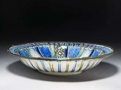 Dish with panel decorationoblique