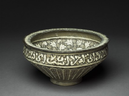 Bowl with lotuses and leavestop