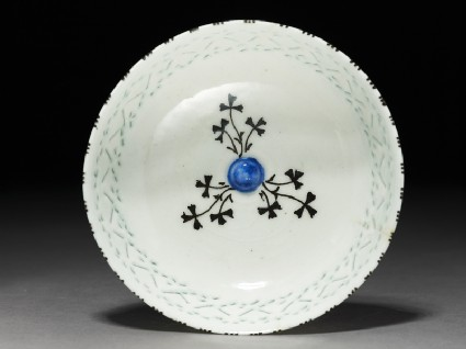 Bowl with foliage and pierced decorationtop