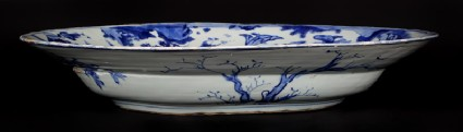 Blue-and-white dish with mounted warriorsfront