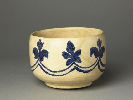 Mortar-shaped bowl with vegetal decorationoblique