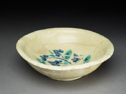 Bowl with trefoiloblique